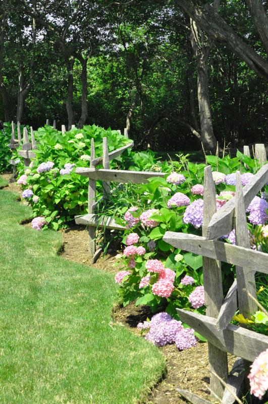 Cross-fence-garden-sea